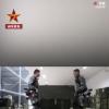 兵哥穿机械外骨骼搬运报废武器  这是机械外骨骼首次亮相报废武器销毁一线